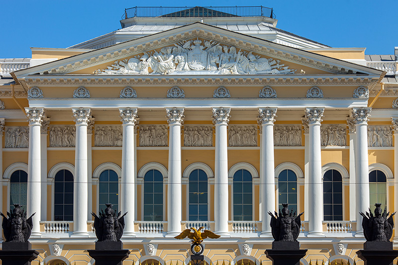 neoclassical-portico-of-mikhailovsky-palace-in-st-petersburg